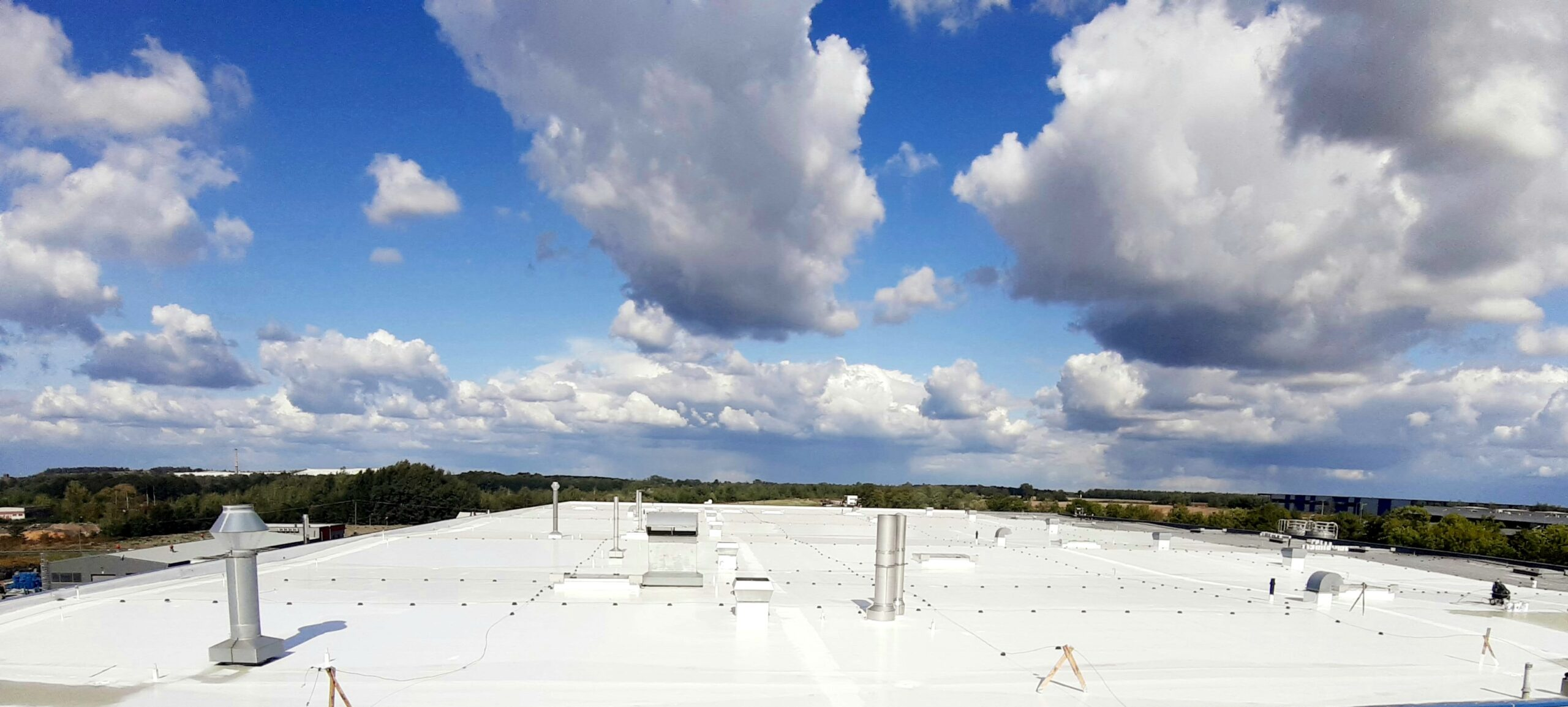 Cool roof – a factor that supports low thermal gain in a building