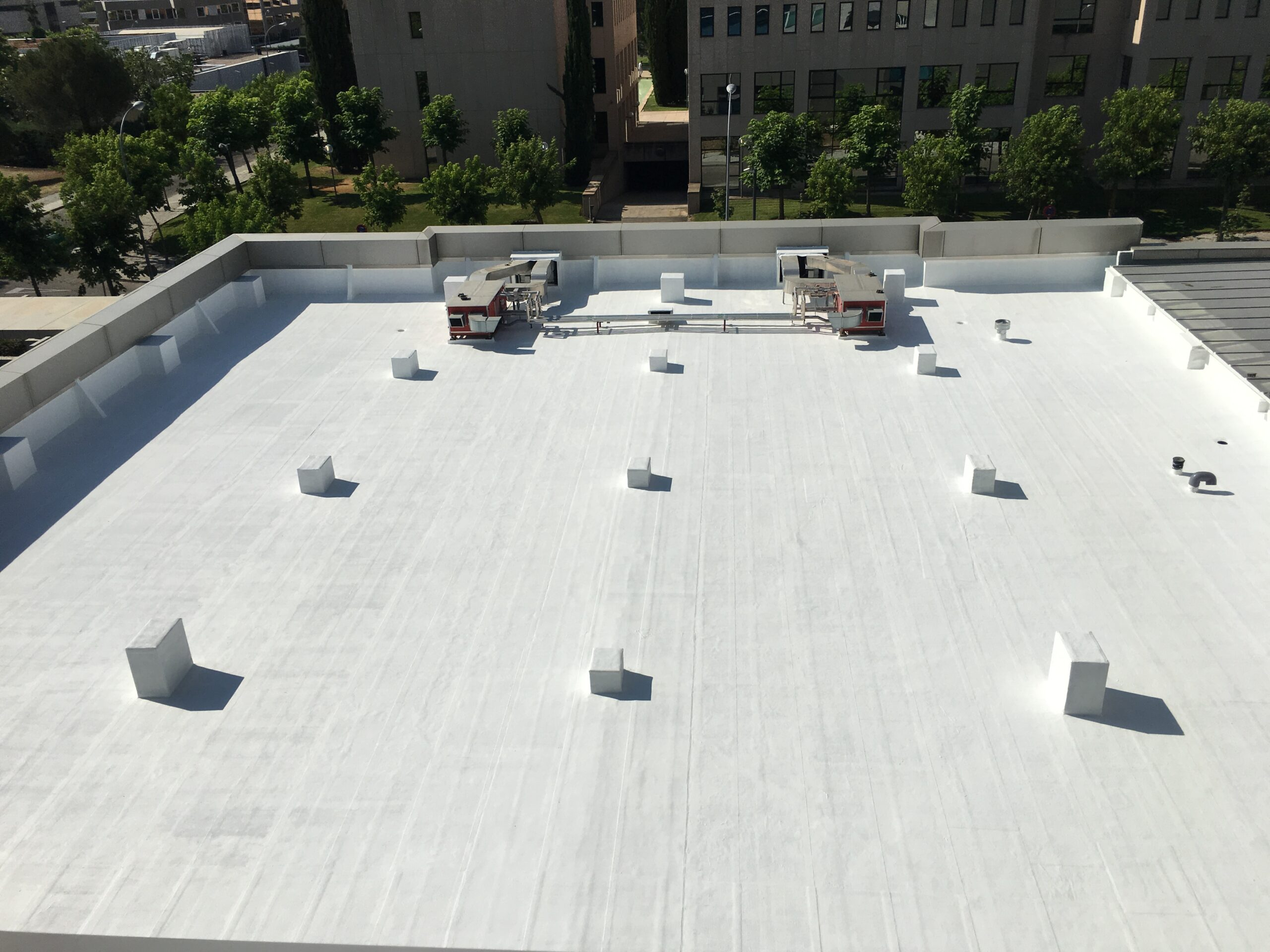 The technical aspect, thanks to which cooling the roof becomes much cheaper and easier
